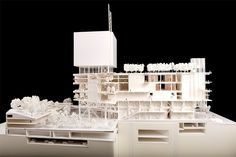 dM 的建築,由八人組成的評審團選出。該評審團由普利茲克建築將得主、西班牙建築師 Rafael Moneo 出任主席,其他成員包括哈佛大學設計研究兼任教授 Eve Blau 、紐約現代藝術博物館副總監 Kathy Halbreich 、香港建築師林偉而和盧林、香港設計中心董事會主席羅仲榮、M+ 行政總監李立偉和當代中國藝術品收藏家 Uli Sigg 。  對於評審團,胡恩威指不