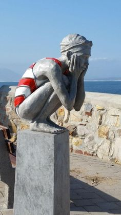 Sculpture overlooking Walker bay in Hermanus - one of the best known whale watching spots in the country - Western Cape - South Africa. South African Art, African Artists, Objet D'art, Land Art, Public Art, Beautiful Day, Sculpture Art, Seaside, Architecture