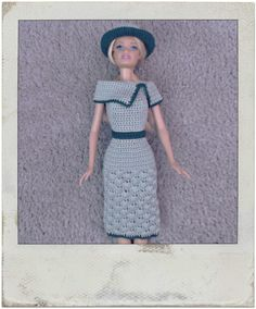 Crochet - Barbie's Shell Stitch Dress & Hat - You tube Crochet Barbie Patterns, Crochet Barbie Clothes, Crochet Doll Pattern, Crochet Dolls, Sewing Patterns, Moda Barbie, Barbie Dress, Barbie Doll, Dress Hats