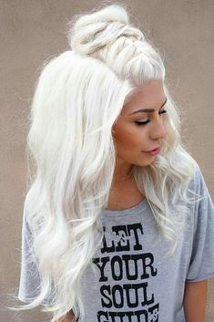 50 Platinum Blonde Hair Shades and Highlights for 2019 Try platinum blonde hair shade if you want to stand out from the crowd. This color is so eye-catching. See our collection of platinum blonde looks. Ice Blonde Hair, Platinum Blonde Hair Color, Blonde Hair Shades, Icy Blonde, White Blonde, Blonde Color, White Hair, White Ombre, Silver Blonde Hair