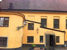 finska_kyrkan Iris, Mansions, House Styles, Home Decor, Decoration Home, Manor Houses, Room Decor, Villas, Mansion