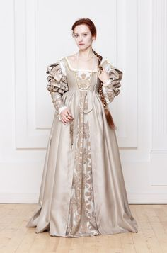 Renaissance Italian woman dress 15th 16th century by RoyalTailor Lucrezia Borgia Renaissance Dress