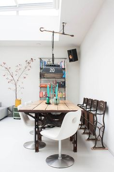 My Houzz: A Dark Storage Space transformation to a Crisp White Loft - eclectic - Dining Room - Amsterdam - Louise de Miranda Casa Loft, Loft House, Decoracion Low Cost, Loft Stil, Ideas Hogar, Dining Room Inspiration, Deco Design, Dining Room Design, Style At Home