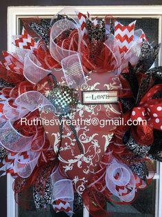 https://www.facebook.com/RuthiesWreaths/photos/a.523335021021318.119104.519637924724361/897918523562964/?type=1