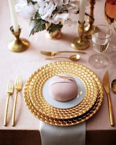 sweet pastry place-card setting + gorgeous gold baseplate and charger #wedding