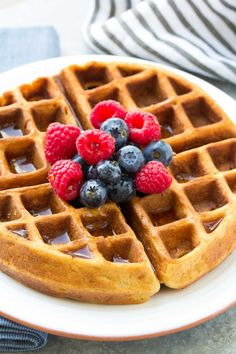 Best Easy Healthy Pancake Recipe (Whole Wheat Pancakes) Light And Fluffy Pancakes, Fluffy Waffles, Pancakes Easy, Banana Pancakes, Pancakes And Waffles, Easy Waffle Recipe, Waffle Recipes, Brunch Recipes, Pancake Recipes