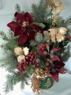 How Make Your Own Christmas Center Pieces