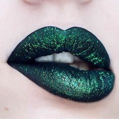 'Black Velvet', 'Serpentina' and 'Capricorn' glitter for the perfect holiday lip. Click for more Lime Crime fan inspiration! ✨ OBSESSED