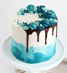 teal home accents Cakes that inspire on Teal Drip Cake . So refreshing . By sugarandsparrowco . Mixed up varying shades of americolor Teal gel paste with Bolo Drip Cake, Bolo Cake, Drip Cakes, Turquoise Cake, Teal Cake, Pretty Cakes, Cute Cakes, Chocolate Drip Cake, Chocolate Ganache