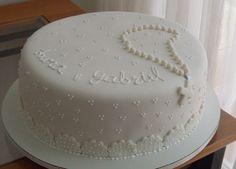 Vários modelos de bolos para inspirar a festa de batizado do seu filho.