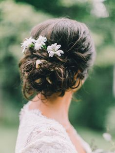 bridal hair hair with flowers Bridal Hair Updo, Bridal Hair And Makeup, Wedding Updo, Bridal Beauty, Wedding Beauty, Romantic Hairstyles, Pretty Hairstyles, Wedding Hairstyles, Updo Hairstyle