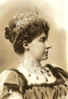 Queen Maria Vittoria's Emerald Necklace. Though a huge part of The Savoy collection were sold off over the years, what remains is still beautiful and impressive. The Emerald and Diamond necklace origins are obscure. Some say it belonged to the Maria Vittoria dal Pozzo, wife of Amadeo I of Spain known as Amadeo, 1st Duke of Aosta. Others claim that Princess Helene of Orleans - Seen here got it as a wedding gift at her marriage to Prince Emanuele Filiberto, the son of Amadeo I and Maria…