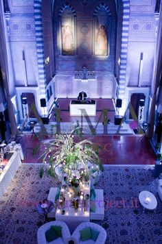 ALMA PROJECT @ Four Seasons Florence - Chesterfield White Sofas - Blue lighting 498