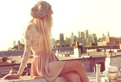 such a girly outfit. lace shirt, high waisted skirt and an adorable beanie. Except the lace shirt is probably unbearably uncomfortable. Not to mention I hate long sleeves. Girly Outfits, Classy Outfits, Summer Outfits, Cute Outfits, Summer Clothes, Looks Street Style, Looks Style, Style Me, Girl Style
