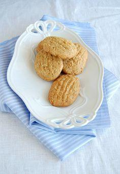 Brown sugar-coconut cookies / Biscoitos de açúcar mascavo e coco by Patricia Scarpin, via Flickr