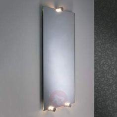 LED-spejllampe navi i sæt med 3 stk LED-spejllampen navi er lille men utroligt smuk: Den har en ringe diameter på blot 3 cm men med en utroligt stor ydelse og det ikke kun hvad angår afgivelsen af lys. De tre lamper af aluminium og akryl, der hører med til sættet, er udstyret med en indsnit, hvormed den kan placeres på et spejl med en brede på 4 - 6 mm og den kan samtidig også fungere som spejlholder. Takket være ledningens længde er den meget fleksibel. Navi er godt udrustet med…