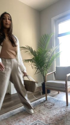 Comfy Casual, Casual Chic, Parisian Style, Street Style Women, Style Guides, Capri Pants, Casual Outfits, Classy, Blogger Style