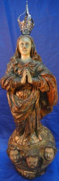 NOSSA SENHORA DA CONCEIÇÃO. Raríssima imagem em madeira policromada. Alt.: 55cm. Portugal - início do séc. XVIII. Acompanha coroa em prata. Base R$8.000,00 (ago14).