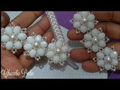 Weft of Pearls and Crystals Clelma Handmade Wire Jewelry, Handmade Bracelets, Beaded Bracelets, Seed Bead Flowers, Beaded Flowers, Beaded Jewelry Patterns, Beading Patterns, Fabric Origami, Hair Decorations
