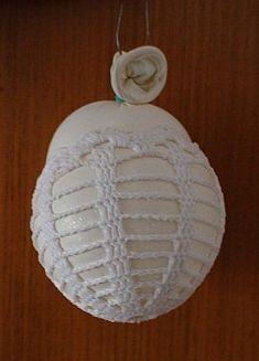 škrobení kukaní Easter Crochet, Free Crochet, Christmas Bulbs, Crochet Patterns, Holiday Decor, Easter Ideas, Fun Things, Applique, Drink