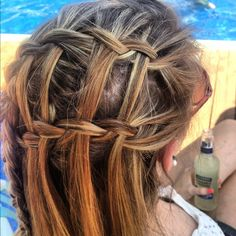 Double waterfall with highlighted hair looks awesome!