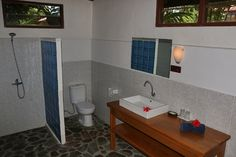 Mapia Resort Manado . Garden View Cottage Bathroom . Celebes Divers