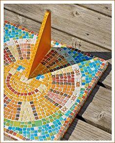 Sonnenuhr - künstlerische Objekte mit Mosaik.
