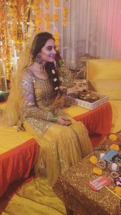 Pakistani Fashion Party Wear, Pakistani Wedding Outfits, Pakistani Dress Design, Bridal Outfits, Bollywood Fashion, Indian Fashion, Wedding Dresses For Girls, Girls Party Dress, Girls Dresses