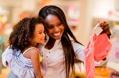 photodune-5507756-mother-and-daughter-shopping-l.jpg 3 005×1 997 pikseliä