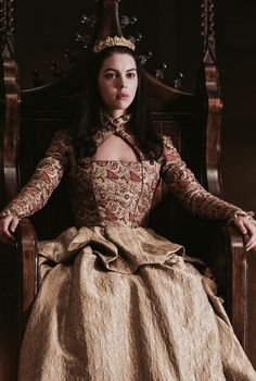 Reign (Adelaide Kane as Mary Queen of Scots) Adelaide Kane, Reign Mary, Mary Queen Of Scots, Moda Medieval, Medieval Dress, Mary Stuart, Film Manga, Reign Tv Show, Chica Fantasy