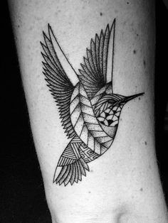 Oiseau tatoué par Studio Art Tattoo à Bordeaux #tattoo #bird #tatouage #bordeaux #oiseau #tatouage #art #graphisme