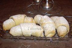 POTŘEBNÉ PŘÍSADY:  Těsto:  450 g hladké mouky 250 g Hery 200 ml zakysané smetany špetka soli  Dále:  Nutella  POSTUP PŘÍPRAVY:  Z uvedených surovin na vále vypracujeme těsto, které hned rozkrojíme na 4 stejné díly a z nich utvoříme bochánky. Nutella, Cooking Recipes, Bread, Baking, Desserts, Food, Czech Republic, Fine Dining, Rezepte