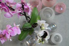 Orchidee in parelmoer glanzend glaswerk. Glaswerk verkrijgbaar op www.lounge-living.eu