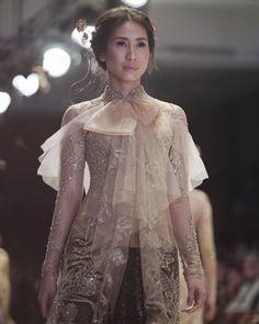 Model Kebaya Modern, Kebaya Modern Dress, Kebaya Dress, Kebaya Brokat, Dress Brokat, Kebaya Pink, Girls Dresses, Prom Dresses, Wedding Dresses