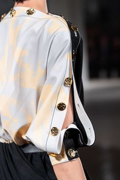 Proenza Schouler Spring 2020 Ready-to-Wear Fashion Show - Proenza Schouler Spring 2020 Ready-to-Wear Collection – Vogue - Fashion Details, Look Fashion, Girl Fashion, Fashion Show, Fashion Dresses, Womens Fashion, Fashion Design, Couture Details, Fashion Images
