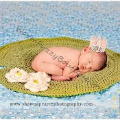 Baby Frog Lily Pad Photo Prop Mat - via @Craftsy