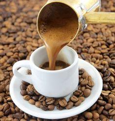 """Yüzyıllardır en sevilen geleneksel sıcak içeceklerimizdendir Türk kahvesi. """"Bir acı kahvenin 40 yıl hatrı vardır"""" deyimiyle Türk damak tadındaki önemi..."""