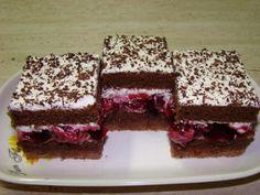 Višňová kocka, recept   Tortyodmamy.sk Square Cake Pans, Square Cakes, Brownie Recipes, Cake Recipes, Dessert Recipes, Coconut Brownies, Cheesecake Brownies, Kolaci I Torte, Czech Recipes