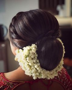 12 trendy wedding hairstyles updo messy with veil South Indian Wedding Hairstyles, Bridal Hairstyle Indian Wedding, Bridal Hair Buns, Wedding Bun Hairstyles, Bridal Hairdo, Saree Hairstyles, Indian Hairstyles For Saree, Cut Hairstyles, Unique Hairstyles