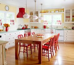 11 Retro Diner Decor Ideas for Your Kitchen - Vintage Kitchen Decor Yellow Kitchen Designs, Yellow Kitchen Walls, Red And White Kitchen, Kitchen Colors, Yellow Walls, Yellow Kitchens, Red Kitchen Decor, Red Kitchen Accents, Kitchen Ideas Color
