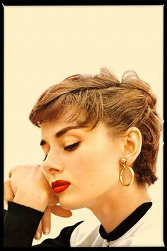 Audrey Hepburn, style and glamour Style Audrey Hepburn, Audrey Hepburn Makeup, Audrey Hepburn Hairstyles, Audrey Hepburn Fashion, Audry Hepburn Hair, Audrey Hepburn Givenchy, Sabrina Audrey Hepburn, Look Retro, Mode Vintage