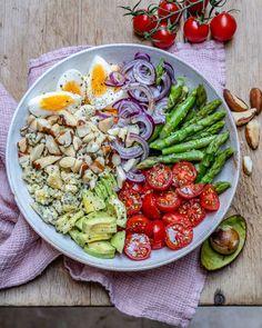 Asparagus Avocado And Tomato Salad – Easy Keto Recipe Spargel – Avocado – und Tomatensalat – Easy Keto Rezept Easy Asparagus Recipes, Avocado Tomato Salad, Avocado Salad Recipes, How To Cook Asparagus, Healthy Salad Recipes, Soup Recipes, Keto Recipes, Appetizer Recipes, Cake Recipes
