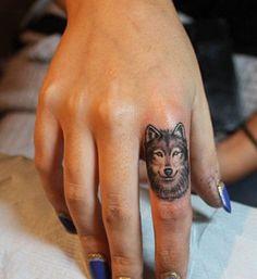 diseños de tatuajes 2019 30 Elegant Finger Tattoos for Women - Tattoo Designs Photo Small Wolf Tattoo, Small Tattoo Placement, Cool Small Tattoos, Trendy Tattoos, Cute Tattoos, Beautiful Tattoos, Body Art Tattoos, New Tattoos, Female Tattoos