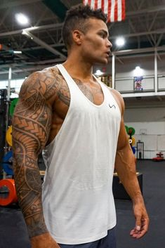 Hot Guys Tattoos, Back Tattoos For Guys, Upper Back Tattoo Men, Tatoos Men, Yoga Photography, Outdoor Photography, Leg Tattoo Men, Sleeve Tattoo Men, Lion Tattoo Sleeves