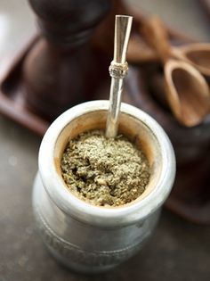 How to Make Yerba Mate Tea. It isn't quite as ceremonial as Japanese Tea Ceremony. Mate Tee, Paraguay Food, Yerba Mate Tea, Japanese Tea Ceremony, Coffee Scrub, Saveur, Tea Time, Herbalism, Nutrition