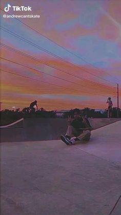 Skateboard Design, Skateboard Girl, Penny Skateboard, Skate Boy, Skateboard Videos, Skate Photos, Best Friends Aesthetic, Aesthetic Photography Grunge, Skate Style