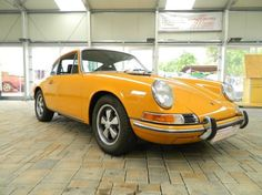 1969 Porsche, 911T  86900.00 EUR  Lundtauto Classic bietet im Kundenauftrag einen sehr schönen und gepflegten Porsche 911 T 2.0 Karmann Coupe mit einer sehr klassischen und seltenen Farbkombination: Bahama 6805 mit schwarzer Kunstlederausstattung an. Lt. Geburtsurkunde und Zertifikat von Porsche ist das Fahrzeug Matching-Number ( Motor stimmt mit dem Fahrzeug überein ). Der Porsche wurde 1969 in Deutschland f ..  http://www.collectioncar.com/detailed.php?ad=59797&category_id=1
