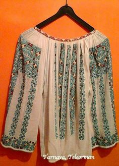 Folk Fashion, Womens Fashion, Fashion Trends, Folk Costume, Costumes, Folk Embroidery, Traditional Outfits, Textiles, Popular