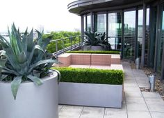 Planters on roof terrace. #Terasa pro Softub #Virivky