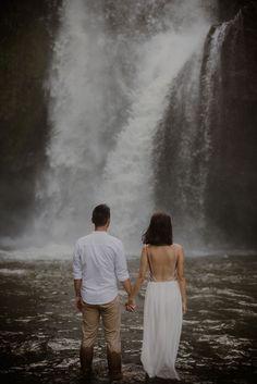 Pre Wedding Photoshoot, Wedding Shoot, Photoshoot Fashion, Photoshoot Ideas, Couple Photography, Wedding Photography, Photography Backdrops, Proposal Photography, Photography Gifts
